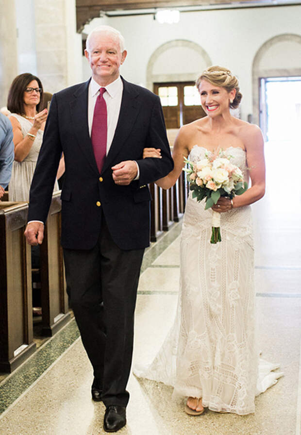 Невесту к алтарю повел мужчина, получивший сердце ее погибшего отца