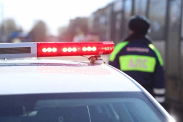 В Калмыкии сотрудники Госавтоинспекции оказали помощь пассажирам междугороднего автобуса, попавшим в сложную ситуацию