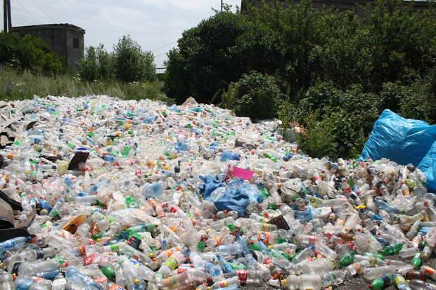 Больше половины одноразового пластика на Земле производят лишь 20 компаний
