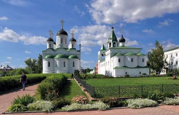 Murom_Transfiguration_monastery_Transfiguration_Cathedral_and_Saint_Basil