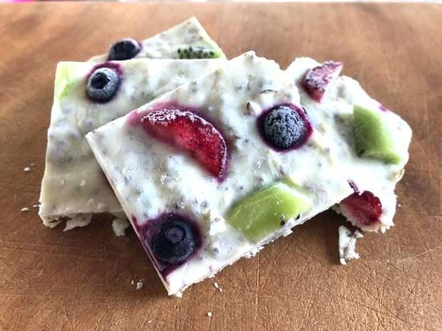 Супер-молочный десерт с фруктами и орехами