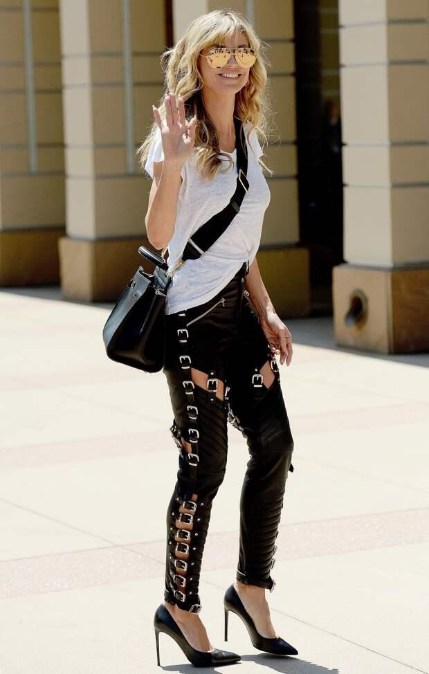 Какие брюки носить в этом сезоне: кожаные и с металлическими пряжками, как у Хайди Клум