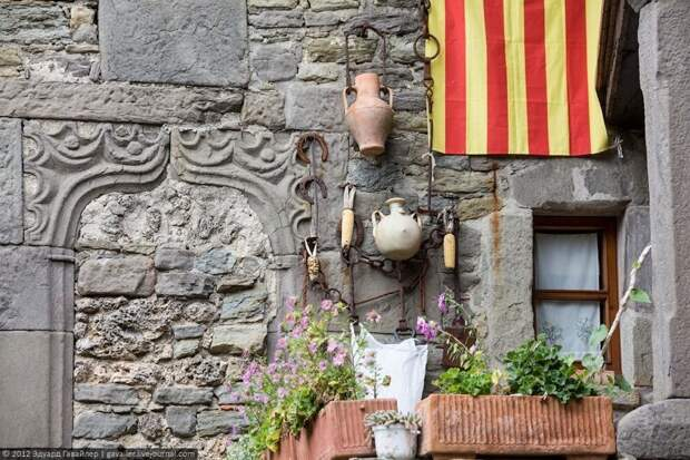 Тревел-блогер путешествует по каталонскому Рупиту