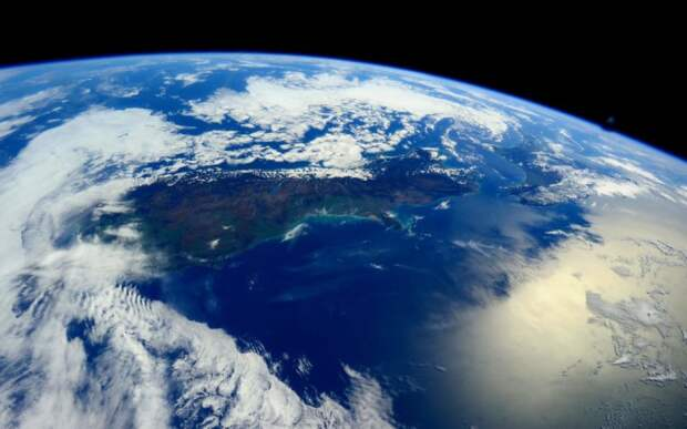 Ученые доказали смещение орбиты  Земли. Чем это нам грозит?