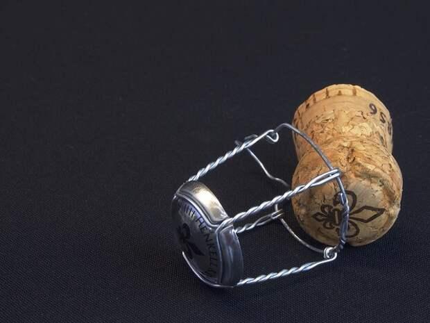 Минфин предложил поднять минимальную розничную цену на шампанское