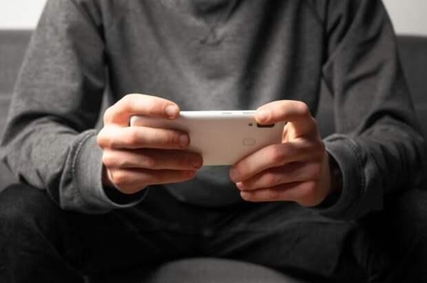 Эксперт рассказал, чем опасны старые телефоны