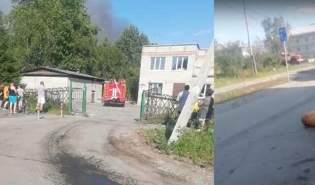 Около Тюмени в районе бывшего садика загорелись деревянные постройки