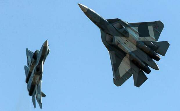На фото: российские истребители пятого поколения Су-57