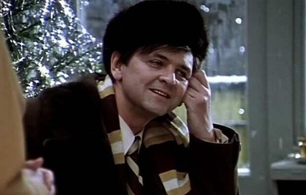 Импозантный мужчина Ипполит носил норковую шапку-ушанку / Фото: stolicaonego.ru