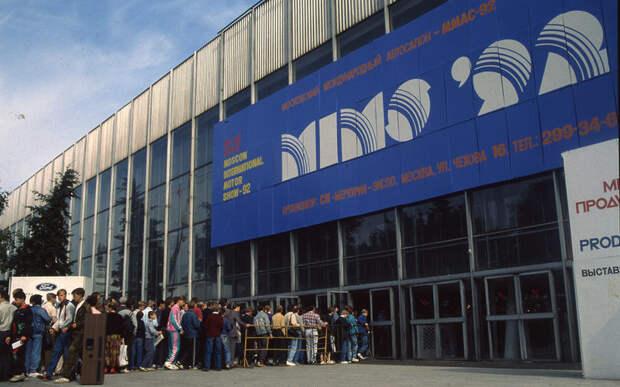 Наш 1992год: новая Волга, гаишники савтоматами и Кировский «Barkas»