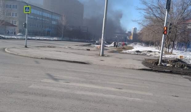 Улицы Екатеринбурга покрылись дымом из-за загоревшихся покрышек