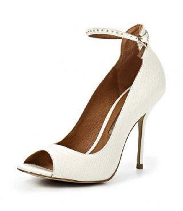 Туфли Buffalo London к белому платью
