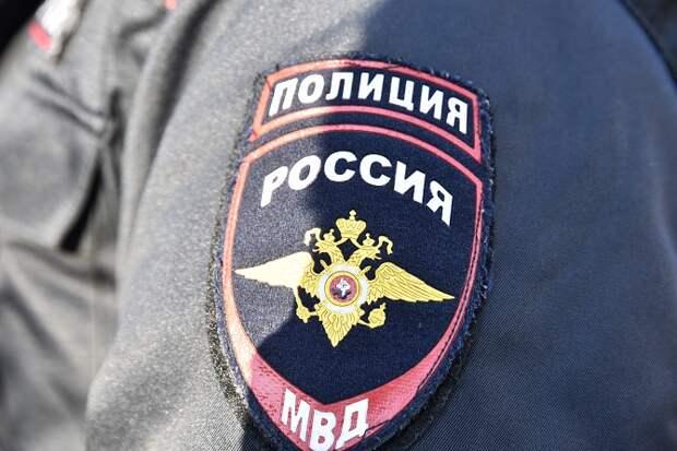 В Калининском районе полицейский избил вора