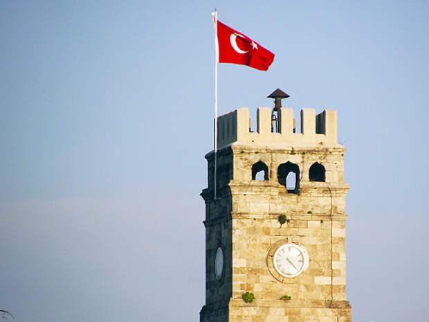 Иностранных туристов в Турции освободят от соблюдения комендантского часа