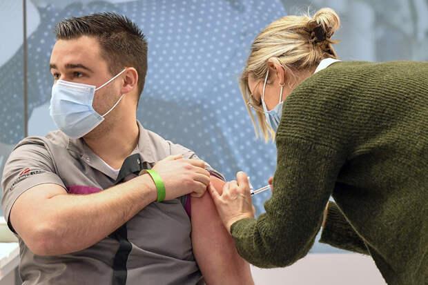 В США умер врач, которому сделали прививку вакциной Pfizer от коронавируса