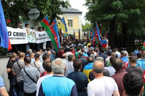 «За Крым и Карабах!» – азербайджанцы провели на Украине антироссийские митинги