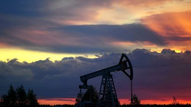 Цена нефти Brent поднялась выше 74 долларов впервые с 26 апреля 2019 года