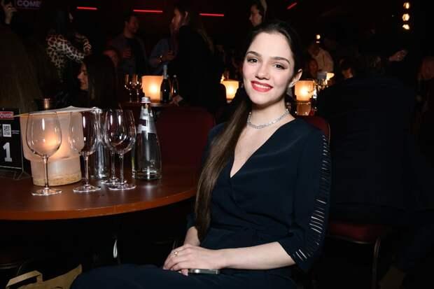 Фигуристка Медведева — в Comedy Club: поговорит на японском и армянском, сделает подарок Воле и Харламову
