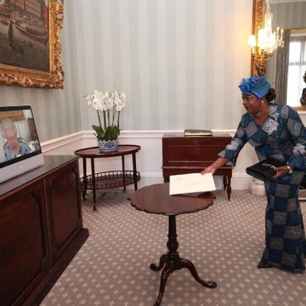 Траур закончен: Елизавета II провела первую аудиенцию после похорон принца Филиппа