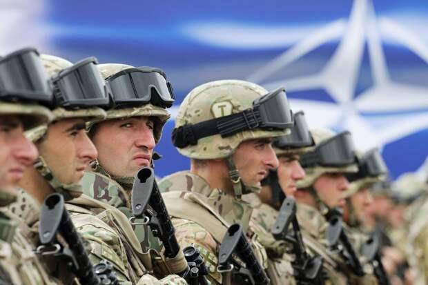 НАТО активизировало военную деятельность у границ РФ