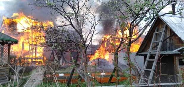В Екатеринбурге при пожаре в частном доме погиб человек