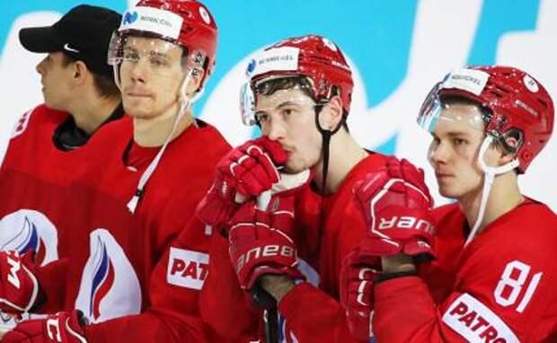 На фото: игроки сборной России после матча 1/4 финала чемпионата мира по хоккею - 2021: Россия - Канада.