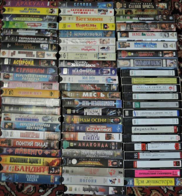 Коллекция видеокассет. | Фото: Пикабу.