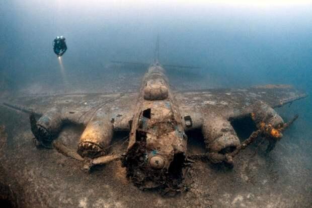 Один из самых сохранившихся затонувших самолетов времен Второй мировой. /Фото: zik.ua