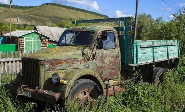 Мужчина нашел ржавый грузовик ГАЗ и довел его до идеала
