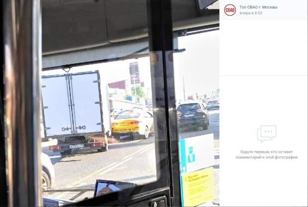 «Газель» и такси не  поделили дорогу перед Северянинским мостом