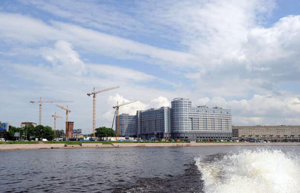 DSC 49461 Нефасадный Петербург: вид с воды