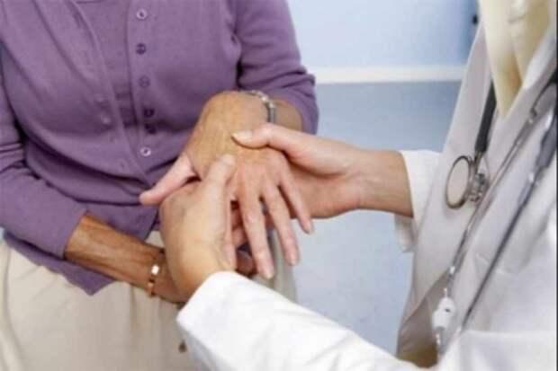 «Хуже чем у Началовой»: Известная телеведущая впервые показала пораженные болезнью руки