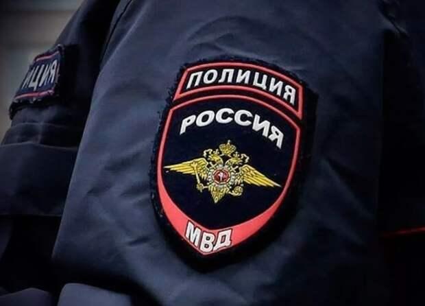 Возле столичного главка МВД избили двух полицейских