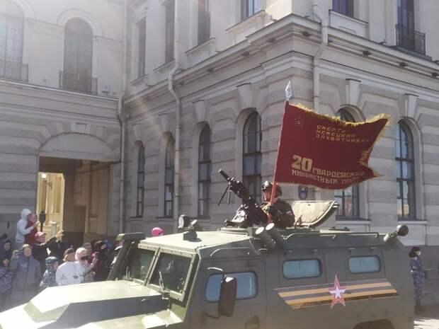 Собравшиеся в центре петербуржцы возмущены «недоступным» парадом Победы
