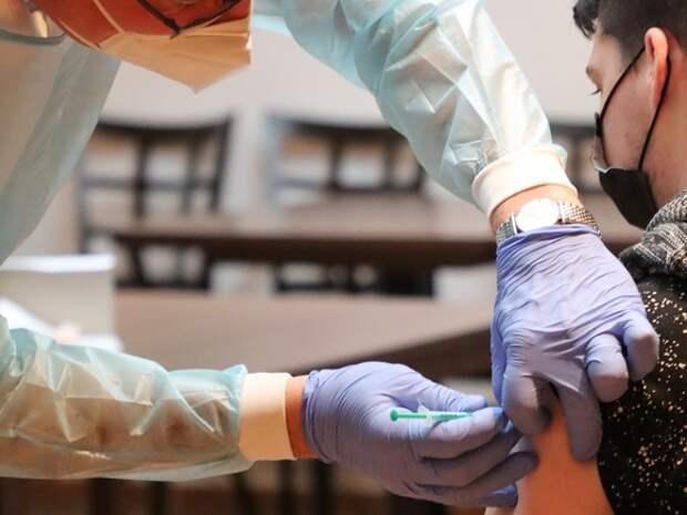ВОЗ недовольна темпами вакцинации в вышедшей на «мягкое плато» по коронавирусу России