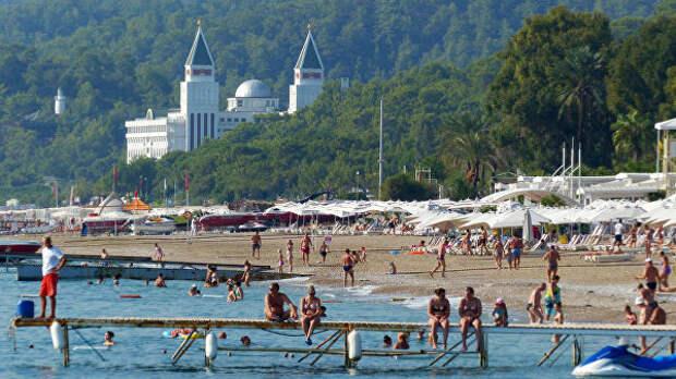 Все сплошь одаренные: Отдохнувшие в Турции дети брянских чиновников работают волонтерами