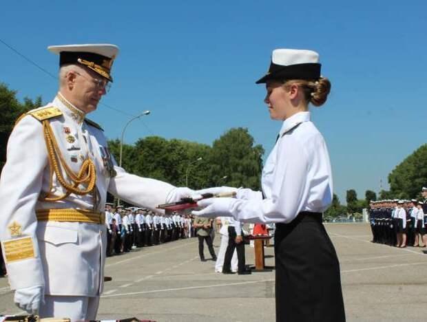 В Калининграде состоялась церемония выпуска молодых лейтенантов.