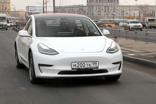 Видеотест Tesla Model 3: бензиновые, догоняйте!