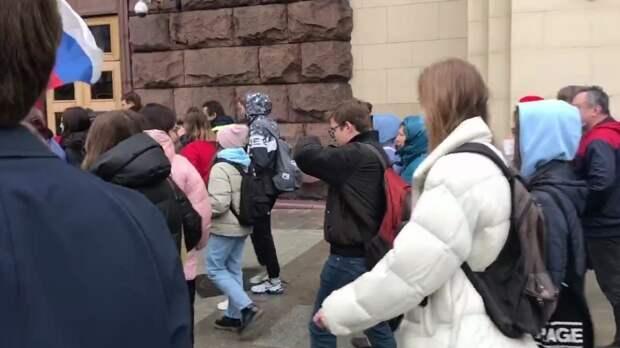 Толпу школьников заметили на несогласованной акции в Москве