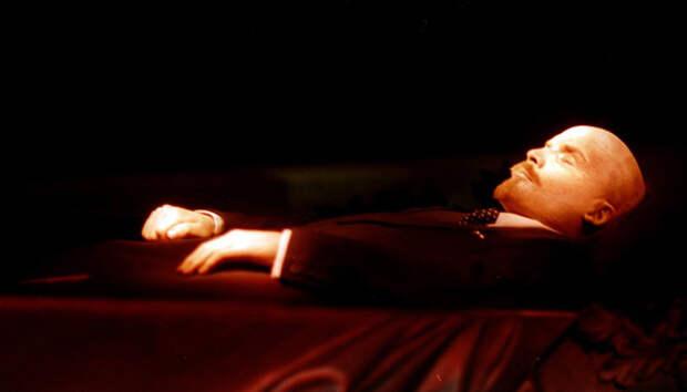 Что хранится сегодня в Мавзоле:  мумия Ленина, восковая фигура или кукла?