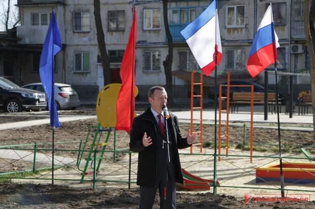 Блогер Варламов назвал «унылым говном» благоустройство Керчи