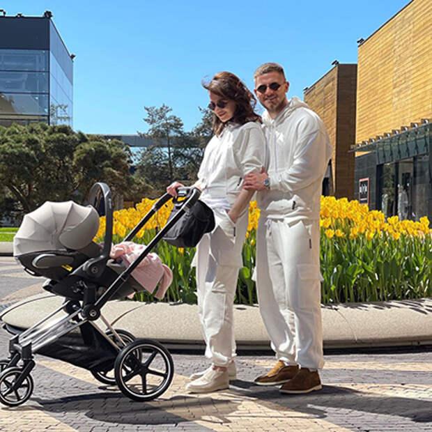Алекса и Вячеслав Дайчев с дочерью
