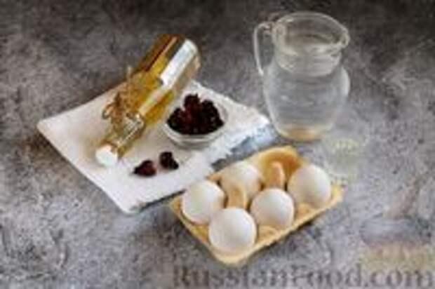 Фото приготовления рецепта: Пасхальные яйца, окрашенные каркаде - шаг №1