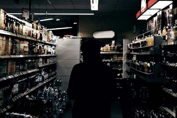 Воровавшего алкоголь в торговых центрах жителя Ижевска отправили в колонию строгого режима