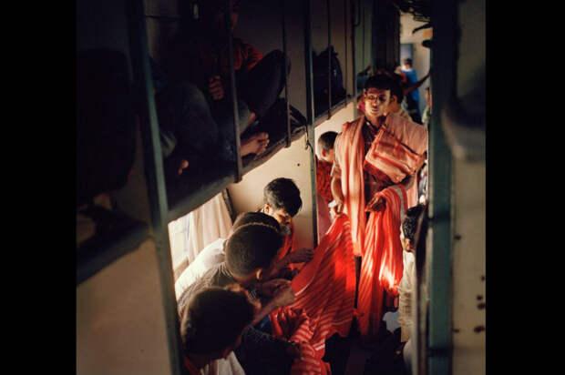 Яблоку негде вбочку сселедками упасть: суматошная жизнь индийских поездов