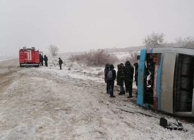В Харабалинском районе перевернулся автобус с пассажирами