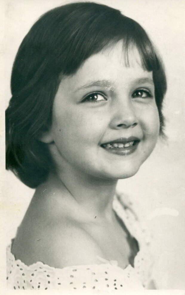 Какой была в детстве звезда комедии «Спортлото 82», и как преображалась с годами ее красота