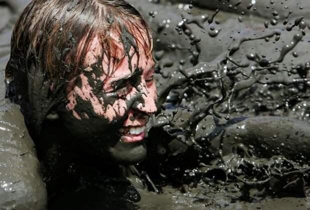 Забег по грязи (22 фото)