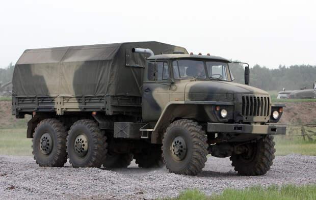 20 легендарных советских грузовиков и автобусов: на чём ездили в СССР