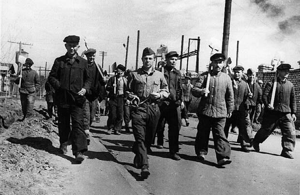 Строительство Московского крекинг-завода началось в феврале 1936 года. Предприятие построили в рекордные сроки — за два года.